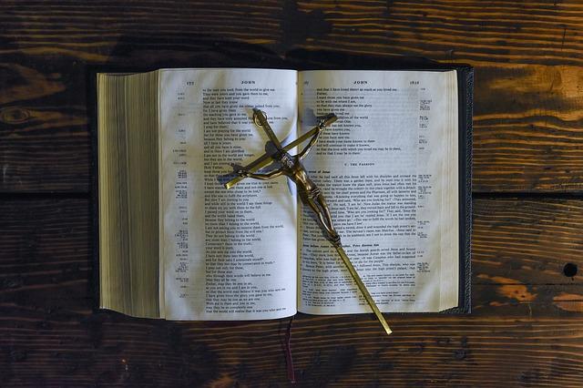 kříž na bibly