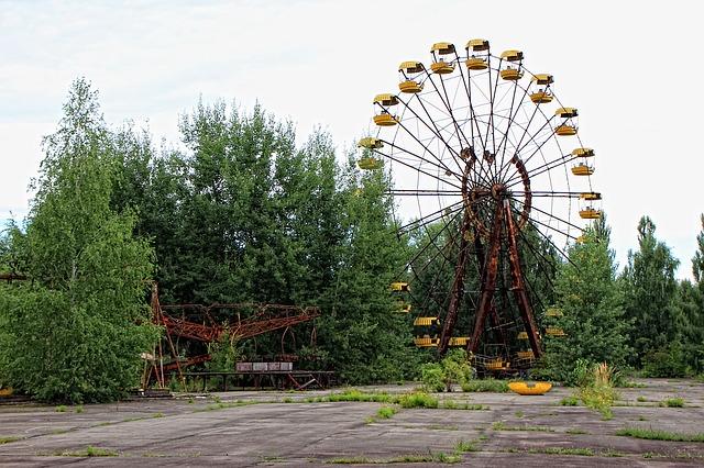 obří kolo v zábavním parku