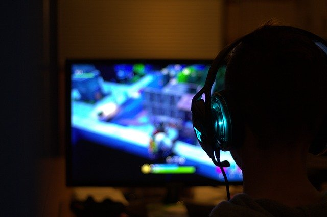 hráč, monitor